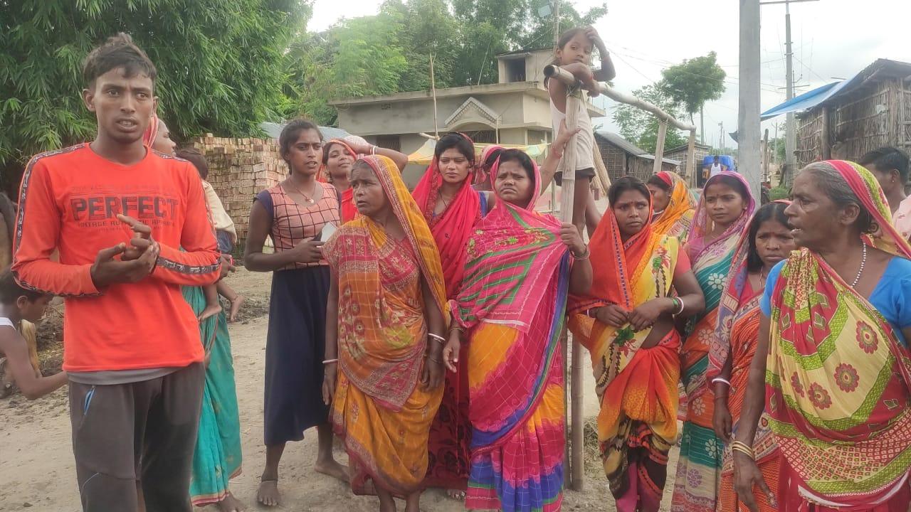 कटिहार के कोढा़ कोलासी कारी कोशी नदी सेमापुर धार संदलपुर पंचायत सहित मकईपुर के कई घरों में घुसा प्रलयंकारी बाढ़ का पानी