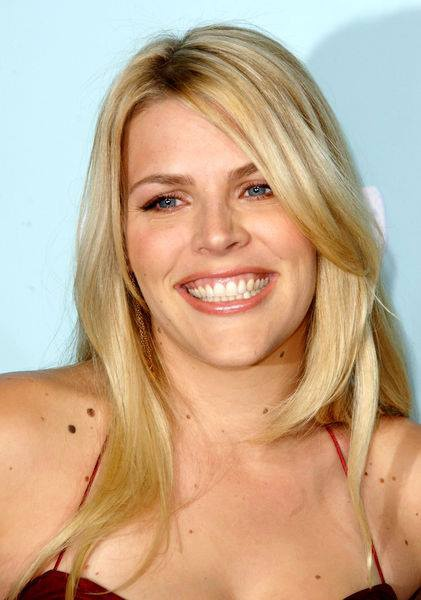 Busy Philipps Profile pictures, Dp Images, Display pics collection for whatsapp, Facebook, Instagram, Pinterest, Hi5.