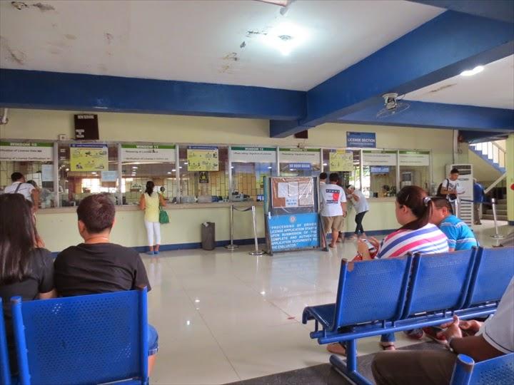 フィリピン免許証交付をワクテカして待つ