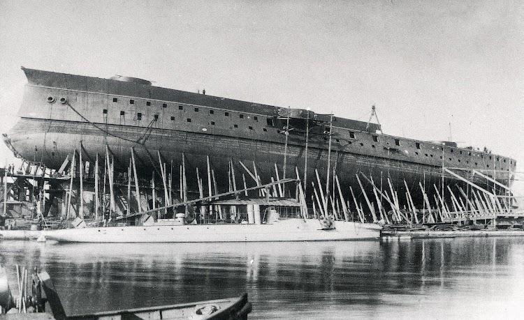 4- El PELAYO listo para su botadura. Del libro Buques de la Armada a traves de la Fotografia. (1849-1900).JPG