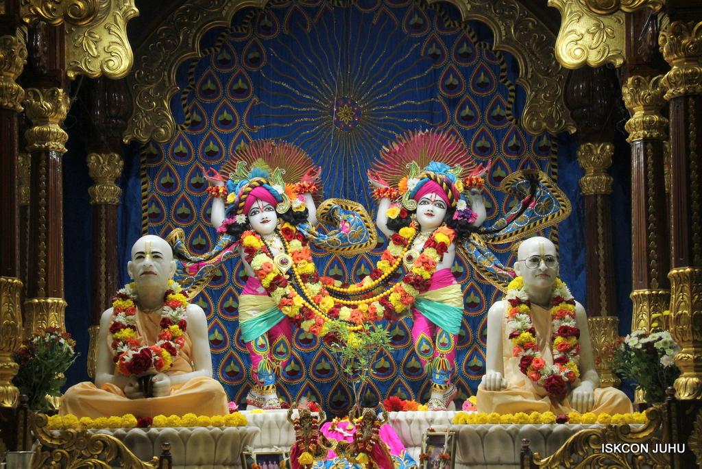 ISKCON Juhu Sringar Deity Darshan on 2nd Oct 2016 (49)