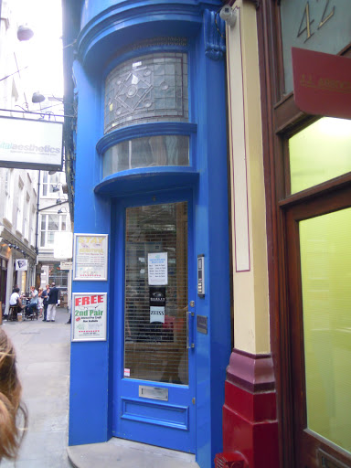 Doorway to the pub - recognize it? Harry Potter! From best walking tours in London