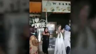 Parah ! Emak-Emak PNS Joget di Kafe Kala PPKM Darurat