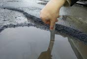 Дороги в Николаеве после сошедшего снега укрыты 18-сантиметровыми ямами