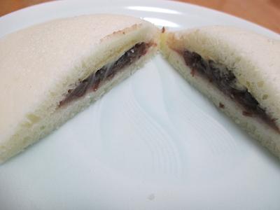 北海道産小豆を使用したつぶあんと、塩ぬれ赤えんどう豆
