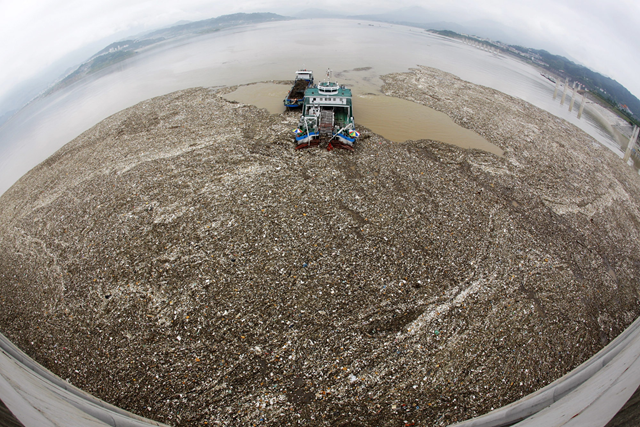 The heavily polluted Yangtze river pumps massive amounts of plastic into the ocean every year. Photo: AFP / Getty Images
