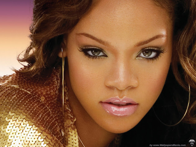 Rihanna eye color