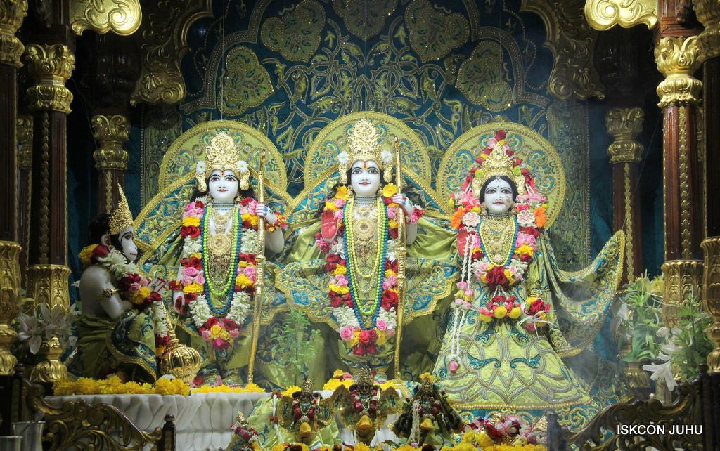ISKCON Juhu Sringar Deity Darshan on 25th Oct 2016 (27)