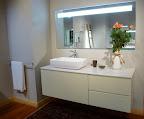 arredo bagno - mobile da bagno modello Giunone Edoné, in legno laccato canapa, piano e lavabo in stonelight bianco lucido