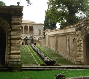 Il palazzo farnese di caprarola around tuscia italia for Cortile circolare