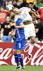 Marseille, 2016. június 18. Az izlandi Birkir Bjarnason (b) és Juhász Roland a franciaországi labdarúgó Európa-bajnokság F csoportja második fordulójában játszott Izland - Magyarország mérkõzésen a marseille-i Velodrome Stadionban 2016. június 18-án. MTI Fotó: Illyés Tibor
