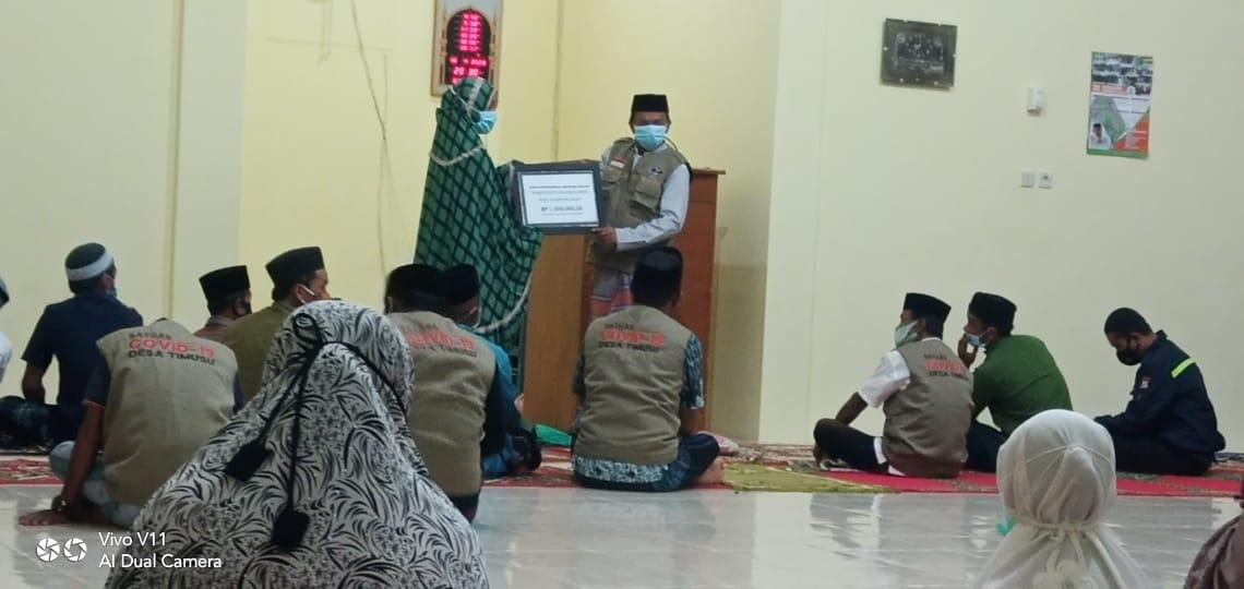 Gelar Safari Ramadhan di Masjid, Kades Timusu Bagi Masker dan Operasional Majelis Taklim