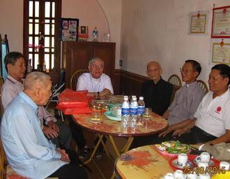 Đức Cha Giuse Nguyễn Văn Yến và Caritas Phát Diệm thăm các cha nghỉ hưu