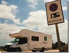 proibido-estacionar-trailers-e-mhs-sm