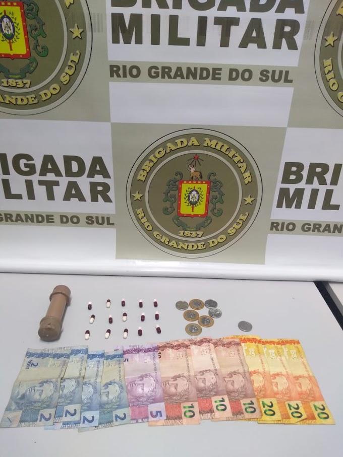 Brigada Militar realiza prisão por tráfico de drogas na Tom Jobim em Gravataí