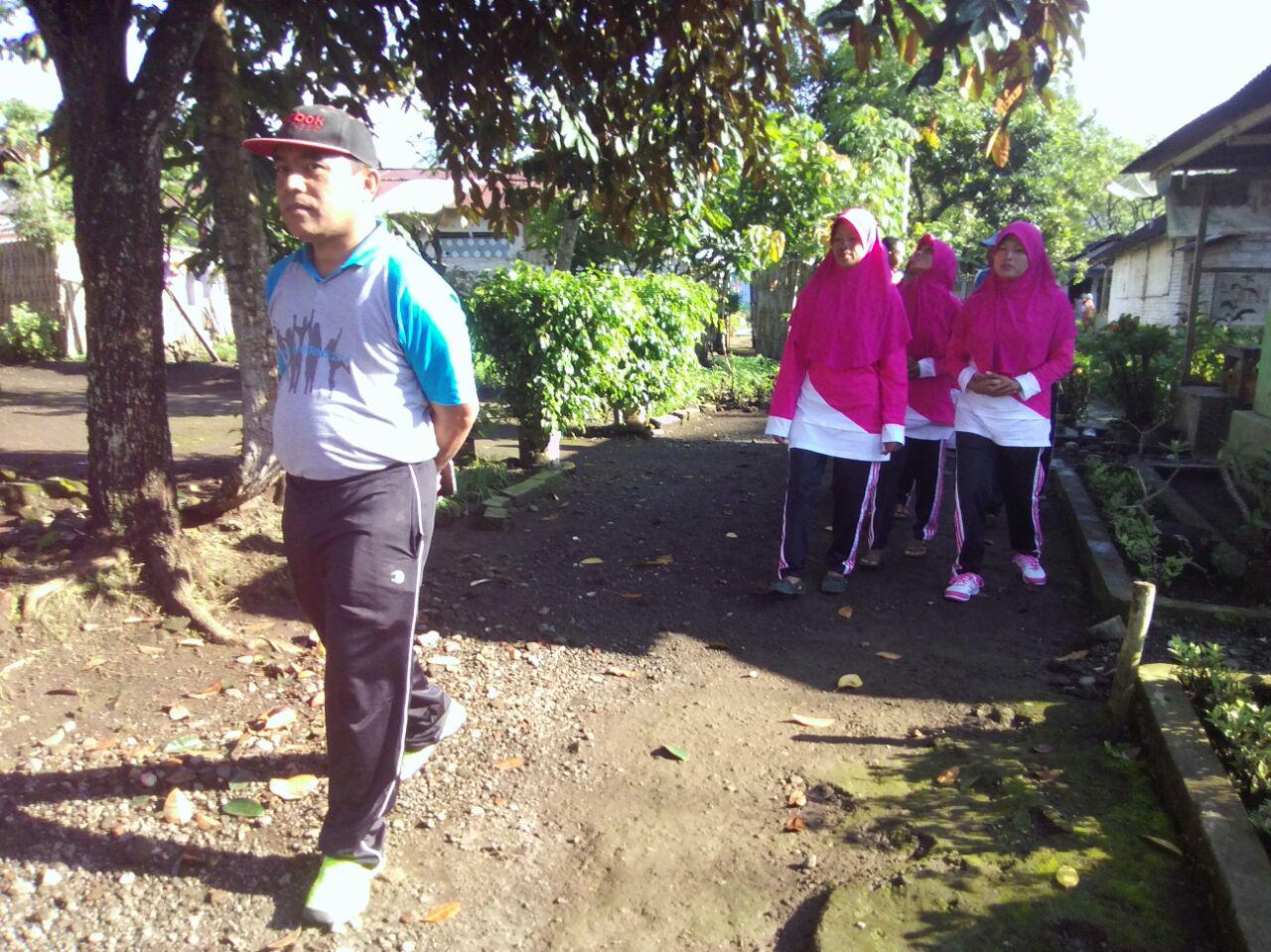 Talk The Walk 2016 Kopi Bubuk By Ridha Utama Smg Setelah Keliling Lingkungan 2 Foto Ibu Ketua Ranting Bersama Dan Wakil Cabang Penyerahan Hadiah Lomba