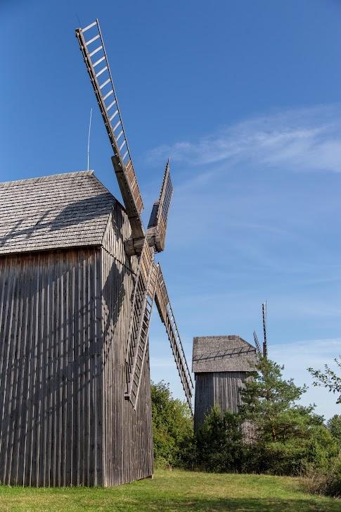 Skansen w Tokarni, Muzeum Wsi Kieleckiej, wiatraki