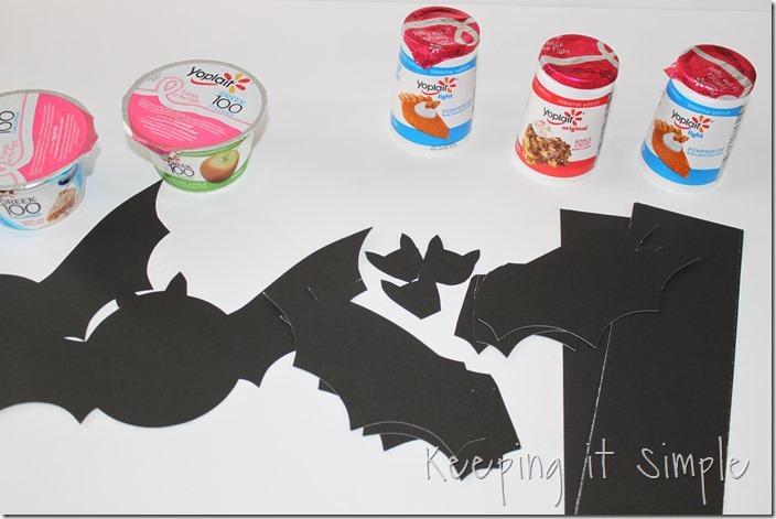 #ad Halloween-snack-idea-Bat-yogurt-with-printable #SnackandSmile (4)