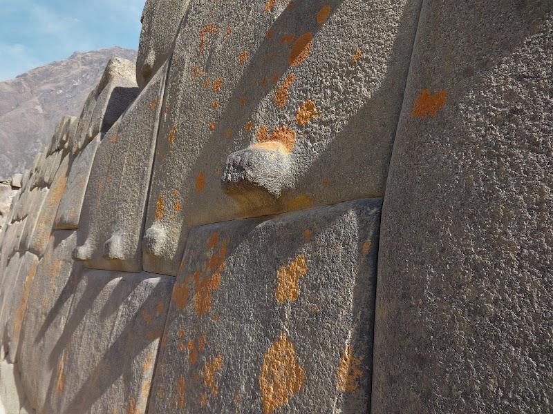 Inkaski mur w OllantaytamboJPG