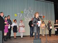 02 Szarka Katalin, a Csemadok Palásti Alapszervezetének elnöke üdvözli a vendégeket.jpg
