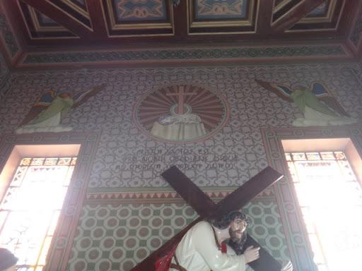Detalhe superior da capela.