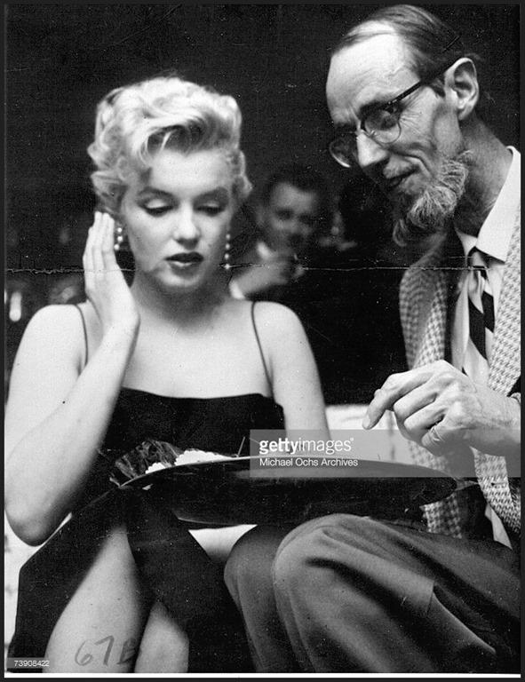 [Marilyn+Monroe+%26+Earl+Leaf+1956+party]
