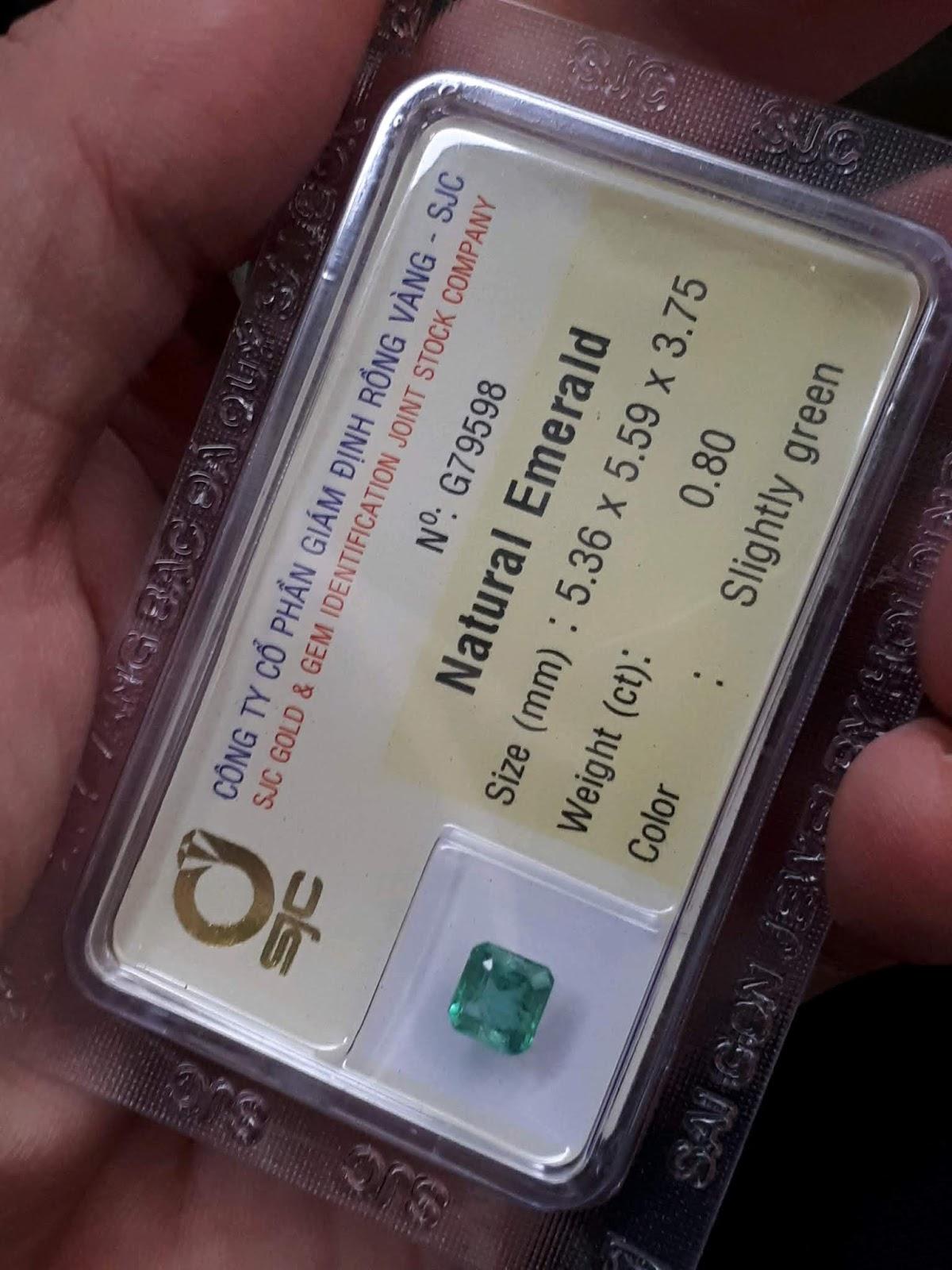 Đá Emerald Ngọc Lục Bảo vuông thiên nhiên 0,8cts đã kiểm định SJC Rồng Vàng