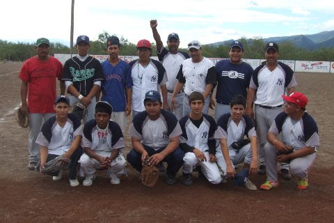 Equipo Yankees en el softbol dominical del Club Sertoma