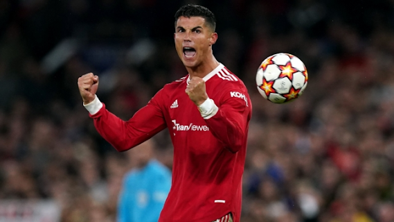 Cristiano Ronaldo menjaringkan gol kemenangan ketika Manchester United Mengalahkan Villarreal