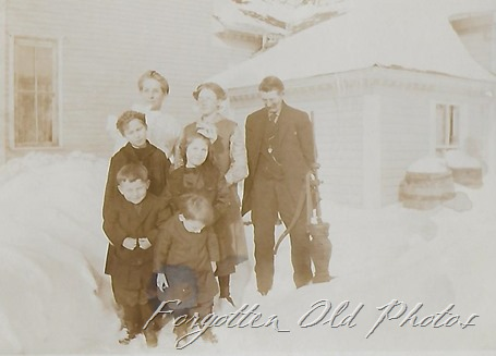 Group in snow Postcard Azo Triangles up DL ant