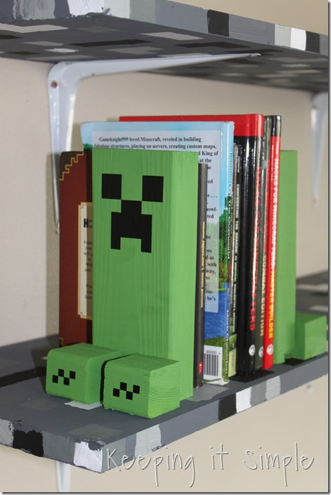 Easy-DIY-Minecraft-Creeper-Book-Ends (11)