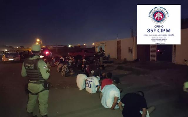 Varias pessoas são levadas para a delegacia durante  festa clandestina em Luis Eduardo Magalhães-BA