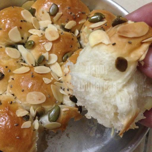 roti bun manis sarang lebah gebu