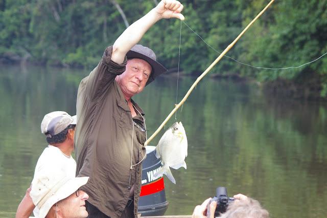 Pêche pendant le retour de Crique Tortue vers Saut Athanase (Guyane). 22 novembre 2011. Photo : J.-M. Gayman