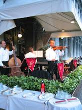 Photo: Florianin kahvilan orkesteri Markuksen aukiolla on kuuluisa muusikoistaan