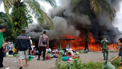 Kebakaran Hanguskan 4 Unit Warung di Balai Sepuak