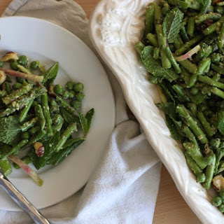 Raw Asparagus Pea Salad to welcome springtime ….