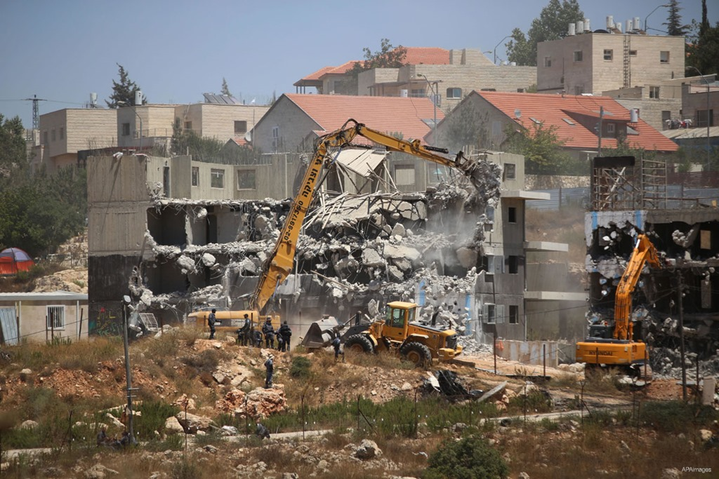 [Israeli-forces-use-machinery-to-demolish-buildings-in-ramallah-west-bank-to-build-new-settlements-July-2015%5B2%5D]