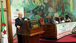 La diplomatie algérienne préconise la paix et la solidarité et privilégie le dialogue