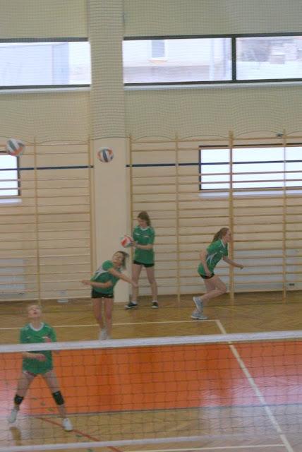 Zawody siatkarskie dziewczat 1 marca 2011 - DSC09300_1.JPG