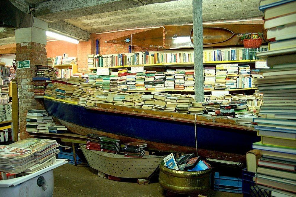 libreria-acqua-alta-1