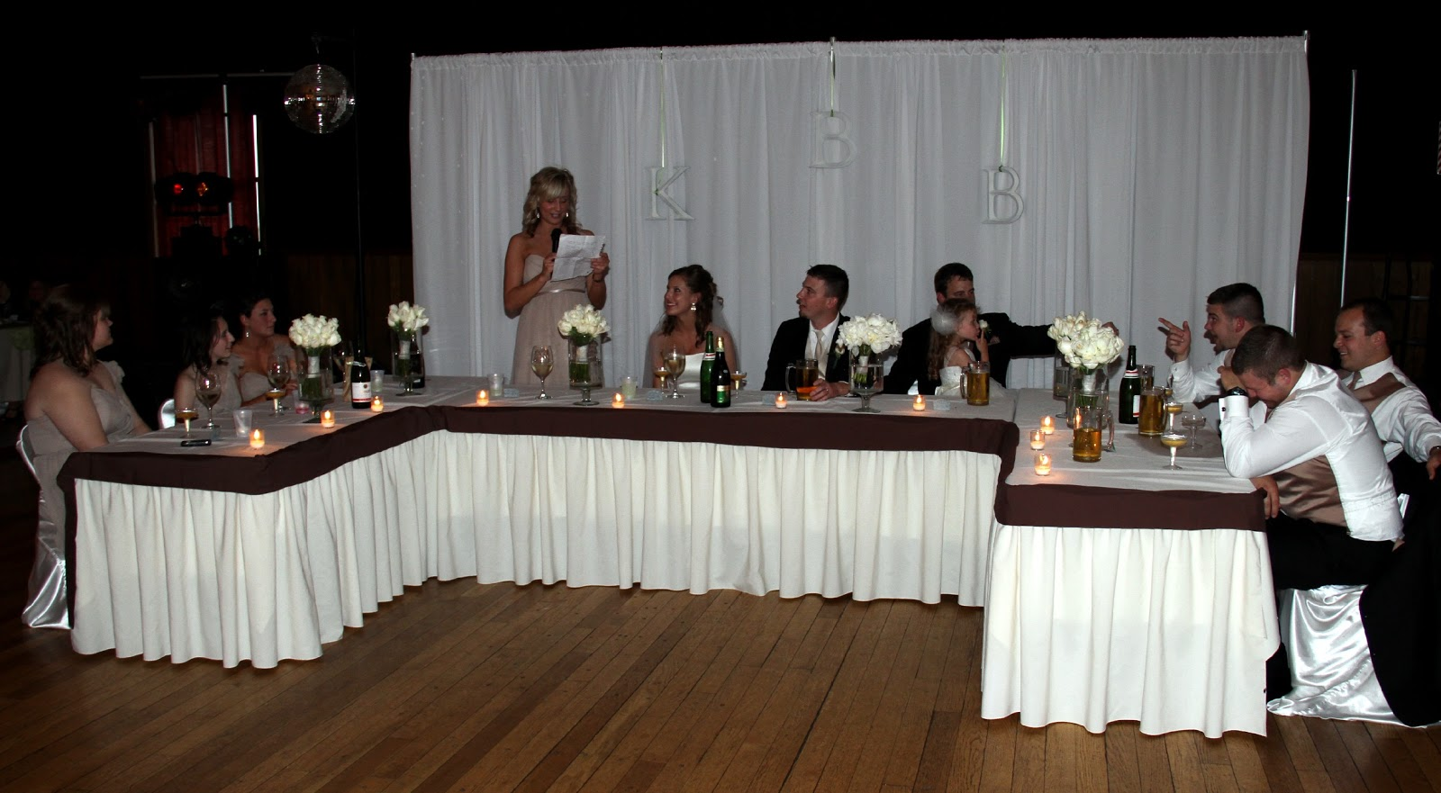 Down The Aisle Head Table Or Sweetheart Table: Wedding Accessories Ideas