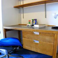 Room Q-desk