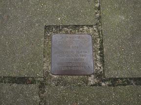 Emmastraat 191 Stolperstein voor Bobby Besthof.