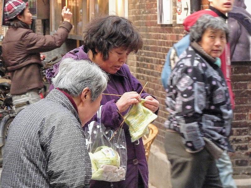 Shanghai,dans l'ex concession Française.Ruelles d un mini quartier branché...