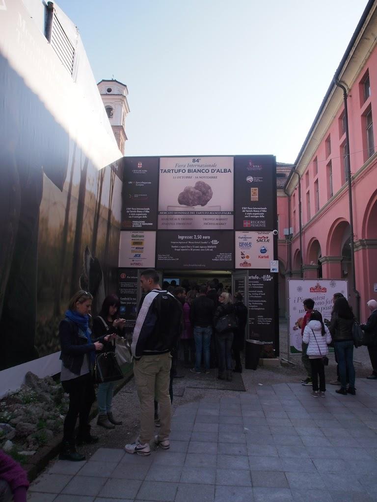 italy-alba-truffle-fes-entrance