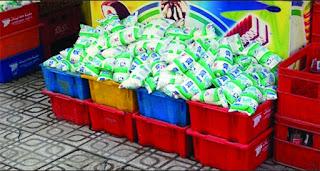 lait: Le sachet en plastique a la peau dure