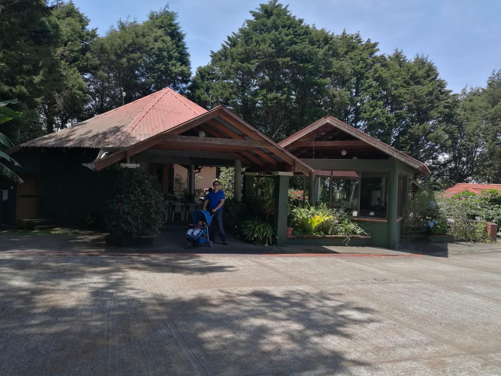 Hotel villa zurqu around for Villas zurqui
