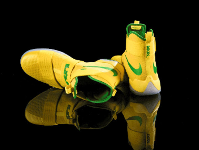 pretty nice 5698f c5a9e ... Ducks Get New Yellow LeBron Soldier 10 PE That Somebody Actually Wore  ...