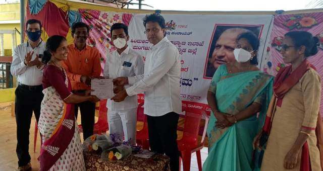 Ravindra Shetty Ulidottu | ಪಡುಪೆರಾರದಲ್ಲಿ ಅಲೆಮಾರಿ, ಅರೆ ಅಲೆಮಾರಿ ಜನರಿಗೆ ಮಾಹಿತಿ ಶಿಬಿರ, ಹಕ್ಕುಪತ್ರ ವಿತರಣೆ